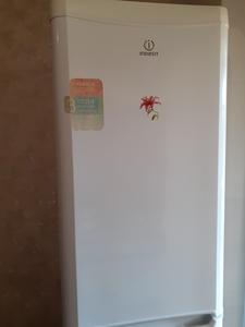 """Двухкамерный холодильник """"Indesit"""" б/у - Изображение #1, Объявление #1697630"""